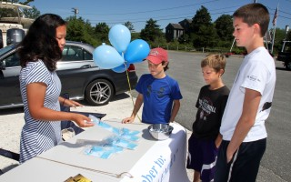 Caroline Verrilli (left) talks about tubing safety with (from left) Ben, Tedy and Sam Frisoli at Outermost Harbor Marine Friday.  ALAN POLLOCK PHOTO  (photo: Alan Pollock)