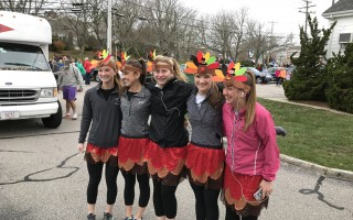 Many runners dressed in Thanksgiving finery for Thursday morning's race.  (photo: )