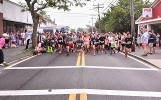Runners set out at the start of the 2017 Harwich 5K on June 24. Kat Szmit Photo  (photo: Kat Szmit)