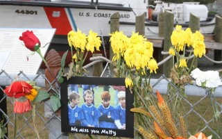 Friends and strangers left tributes to Matthew Amsler on the fence at the Coast Guard station. ALAN POLLOCK PHOTO  (photo: Alan Pollock)
