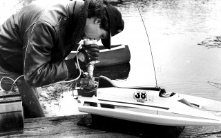 Roger Ling uses a mechanical charger to start the engine on his model hydroplane. 1988. FILE PHOTO  (photo: )