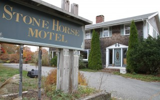The former Stone Horse Motel in South Harwich. ALAN POLLOCK PHOTO  (photo: Alan Pollock)