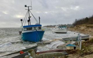 Two fishing boats aground at Aunt Lydia's Cove.  JANET LEWIS PHOTO  (photo: Janet Lewis)