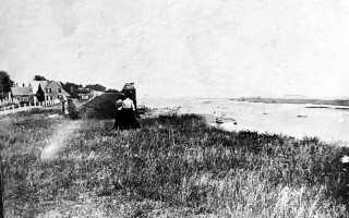 Ladies looking over the edge after the last part of the original Chatham lighthouse went down the bluff, ca 1880s. COURTESY OF BETH HARDY WADE  (photo: )