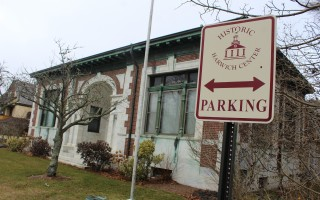 The town is attempting to draw attention to parking facilities in Harwich Center with historic district signs pointing to parking areas. WILLIAM F. GALVIN PHOTO  (photo: William F. Galvin)