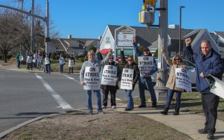 Workers picket outside the East Harwich Stop & Shop store Thursday afternoon. DEBRA DeCOSTA PHOTO  (photo: Debra DeCosta)