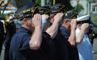 Veterans salute during the National Anthem.  BARRY A. DONAHUE PHOTOS  (photo: Barry Donahue)