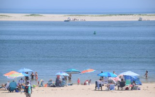 Beachgoers sought relief from the heat at Lighthouse Beach Saturday. TIM WOOD PHOTO  (photo: )
