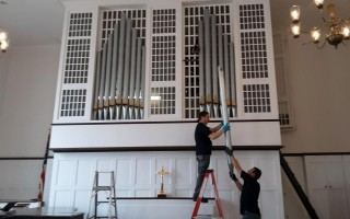 Works remove organ pipes from the First Congregational Church. COURTESY PHOTO  (photo: )