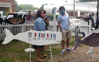 Most people visiting downtown Chatham, like those enjoying Art in the Park, are wearing masks as required. TIM WOOD PHOTO  (photo: Tim Wood)