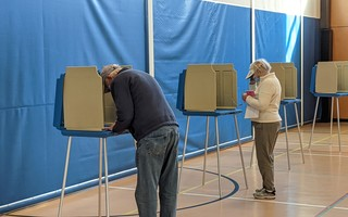 Socially distanced voting at the Chatham Community Center Tuesday. ALAN POLLOCK PHOTO  (photo: )
