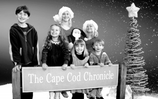 Happy Holidays from the Chronicle kids. Rowan Wood, Ava Hischak, Ella Adamsons, Lir Wood; in back: Abby Pollock and Lucy Pollock. 2009. FILE PHOTO  (photo: )
