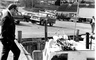 Gerry Studds speaking to a local fisherman at the Chatham Fish Pier. 1973. FILE PHOTO  (photo: )