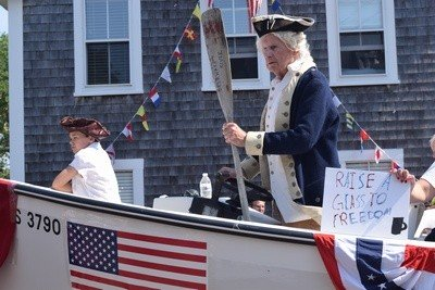 George Washington crosses Main Street.  TIM WOOD PHOTO